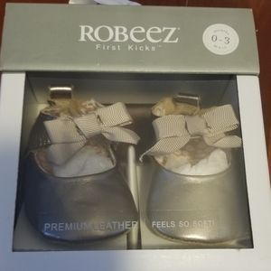 Robeez leather baby shoes first kicks 0-3 months